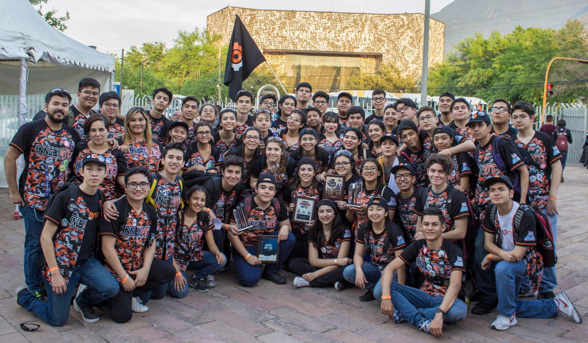INNOBOTICS 6694 Gana el Premio a la calidad y obtiene el 3er Lugar de alianzas en la competencia FIRST ROBOTICS COMPETITION