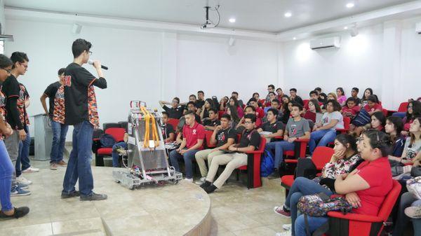 Jóvenes promoviendo la ciencia y la tecnología